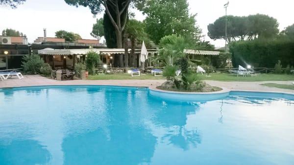 vista piscina - Osteria dei Templari, Rome