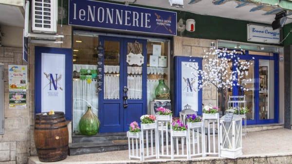 Entrata - Le Nonnerie, Napoli