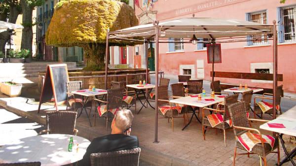 Terrasse extérieure - Hostellerie des Trois Fontaines, Barjols