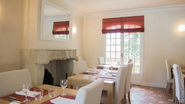 La salle du restaurant - L'Enclos des Saveurs (Hôtel L'Enclos des Lauriers Roses), Cabrières