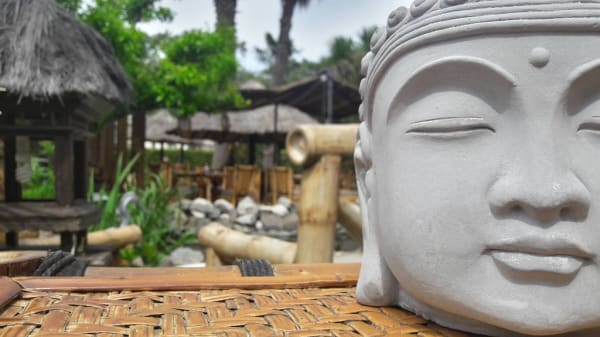 Hanh Phuc, Agde