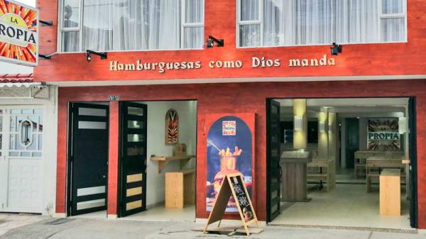 Fachada - Hamburguesa La Propia, Bogotá