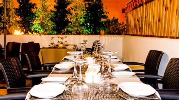 Vista de la terraza - AIRE: Grill & Fun, Nueva Andalucía