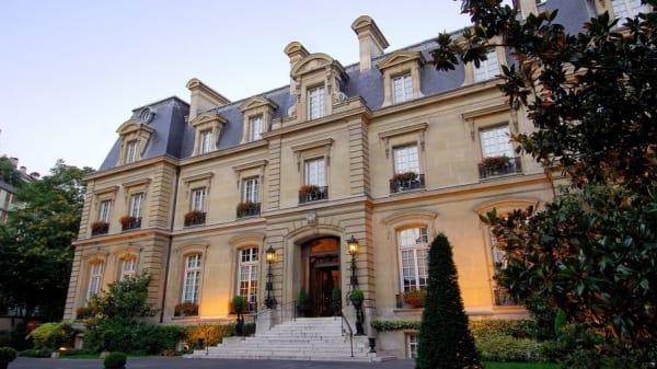 Bellefeuille, Paris