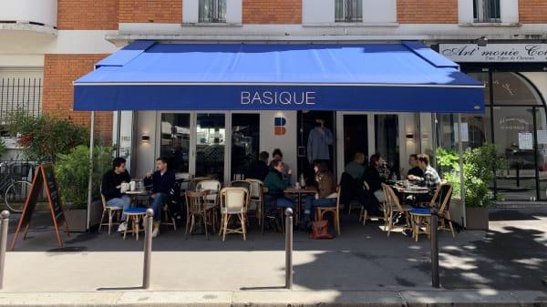 Basique, Paris
