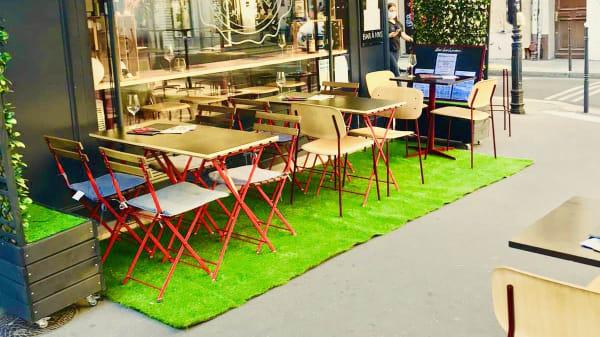 La grande terrasse rue Beaubourg - AlexLeBienheureux, Paris