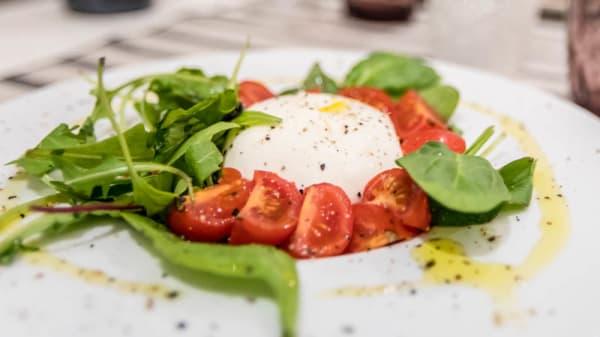 Burratina avec petite salade - Caffè Veneto, Cannes