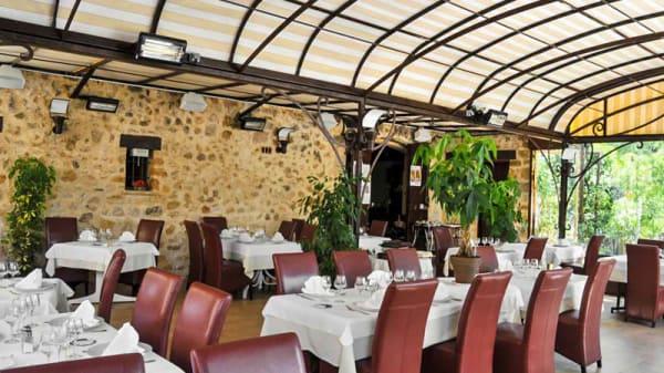 Salle - Hotel restaurant Les Pins, Sillans-la-Cascade