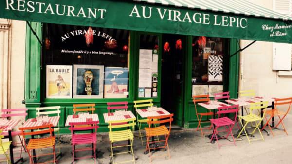 Terrasse - Au Virage Lepic, Paris