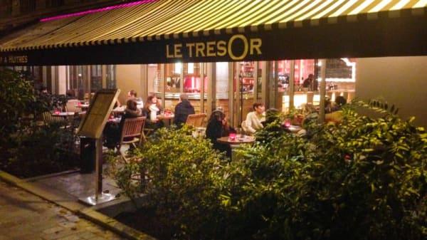 Vue extérieure - Le Trésor, Paris