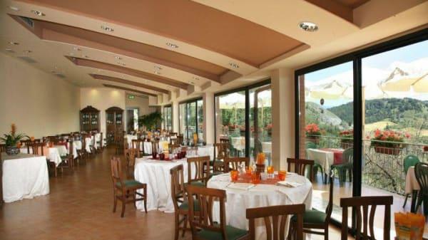 Ampia sala interna - La Funivia, Gubbio