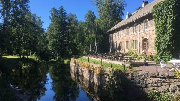 Kungskvarnen restaurang har öppet alla dagar hela sommaren  och alltid öppet för hotellets gäster och bokningar av större och mindre sällskap, fester, konferenser, bröllop, släktträffar   - Kungskvarnen, Borgvik