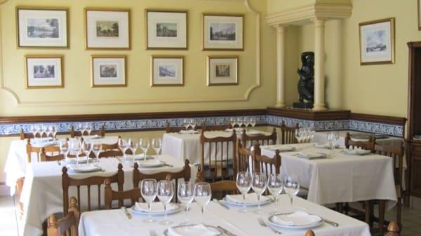 Vista de la sala - Los Cuatro Robles, Madrid