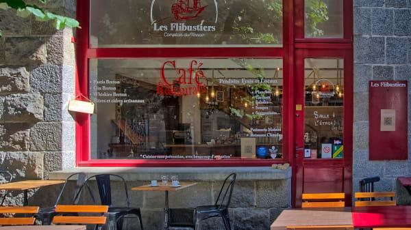 Les Flibustiers, Saint-Malo
