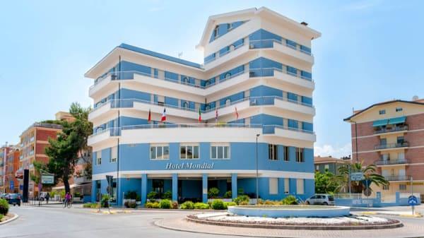 """Facciata - Hotel Mondial Ristorante """"BISTRÔT STORANI"""", Porto Recanati"""
