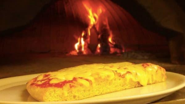 trancio di pizza vicino al forno - Compagnia della Pizza, Vimercate