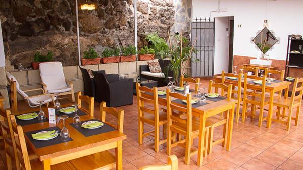 Terraza cubierta con aire acondicionado - Restaurante La Casona del Vino, Candelaria