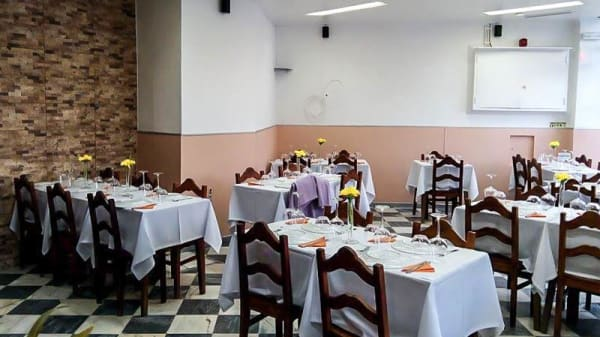 Sala - Maria Portuguesa, Linda-a-Velha