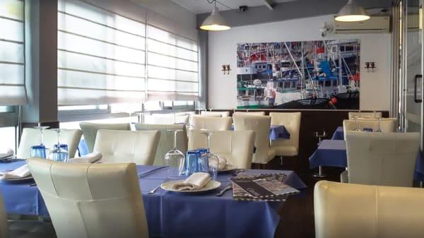 Sala del restaurante - El Muelle Del Barrio Pesquero, Santander