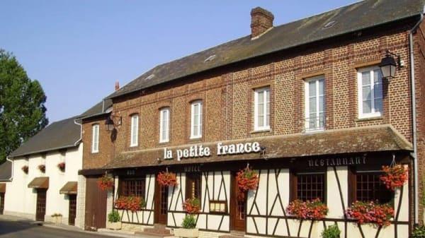 Façade - La Petite France, Crillon