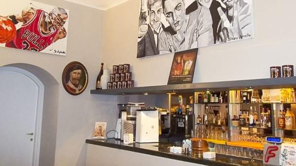 grande quadro appeso sopra il bancone - Fabian Cafè, Turin