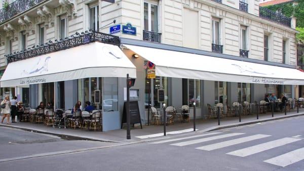 Extérieur - Les Parisiennes, Paris