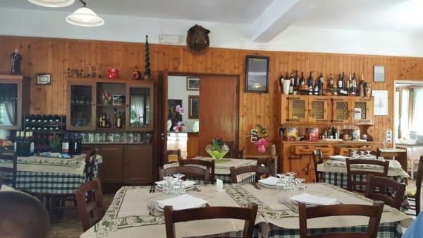 Interno - Ristorante Vallechiara, Levigliani