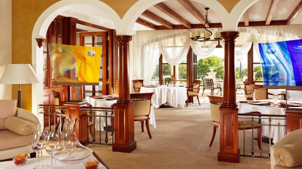 Sala - Es Fum - St. Regis Mardavall Mallorca Resort, Mallorca