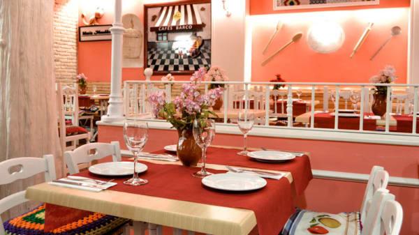 Visrta sala - Maria Mandiles (Pza. Manises), Valencia