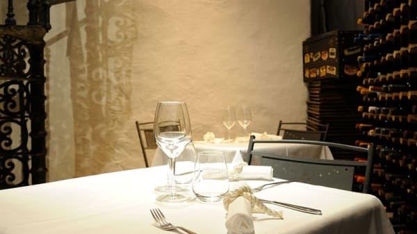 Particolare tavolo - Santa Teresa, Genova