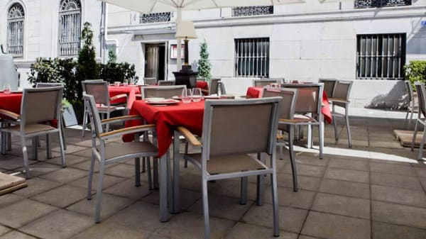 Terraza de día - Antigua Embajada - Hotel Palacio San Martín, Madrid