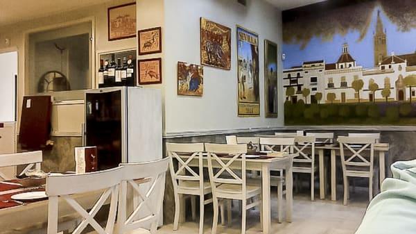 Interior - Tapas y Vinos Rafael, Sevilla