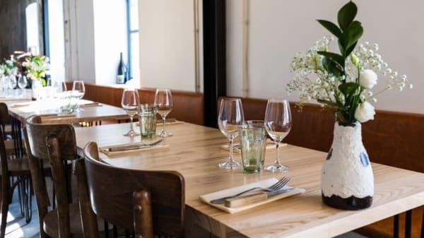 Tables dressées - Maison Maison, Paris