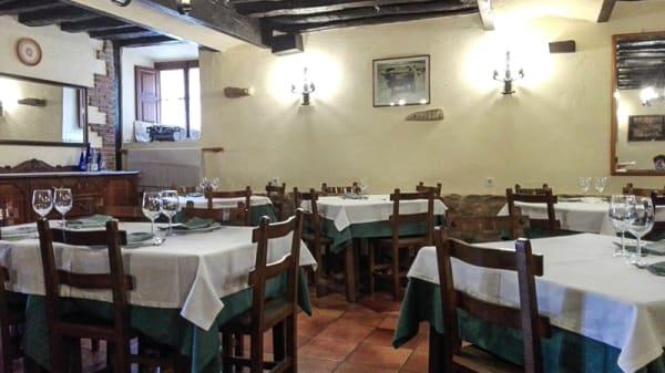 Sala del restaurante - Meson Valderejo, Lalastra