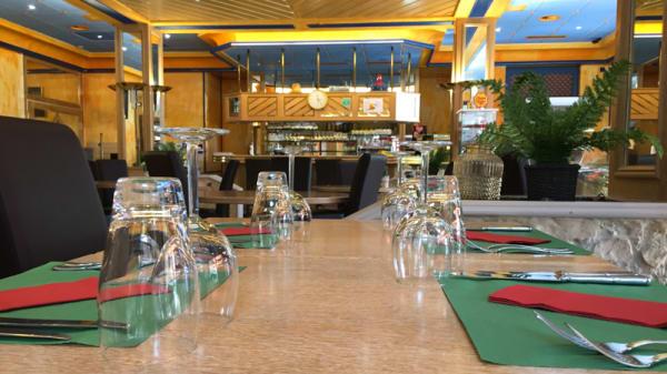 Vue de la salle - Restaurant le Cèdre, Bex