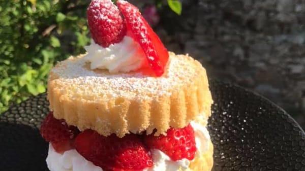 Strawberries sponge cake - Little Britain Café, Nantes