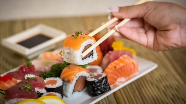 Sushi & Mais, Almada