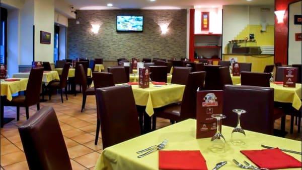 Veduta dell interno - Pizza Margherita, Salerno