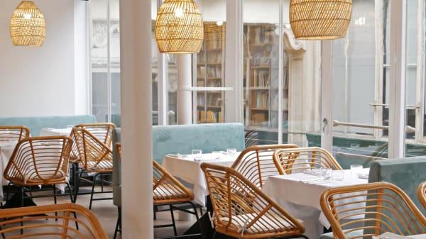 Holy Restaurant, Paris