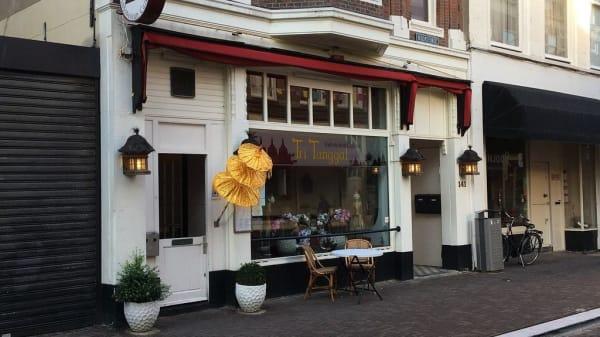 Terras - Tri Tunggal, Den Haag