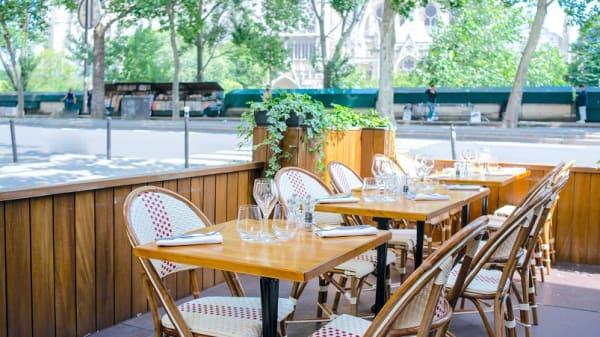 La terrasse - La Bouteille d'Or, Paris
