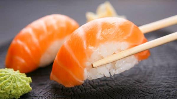 Niguiris de Salmon Rosado - IKKON Sushi Cocina Nikkei-Fusion, CABA