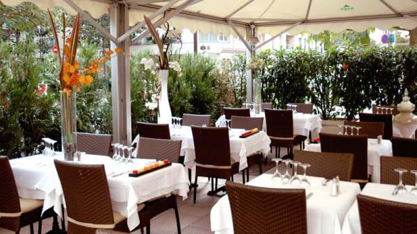 Terrasse - Restaurant A Table, Levallois-Perret