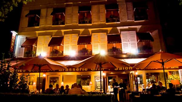 Exterieur de nuit - L'Avenue, Chantilly