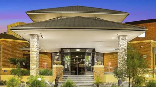Restaurant's front - Mulgrave Country Club Bistro, Wheelers Hill (VIC)