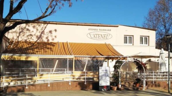 Fachada - L'Ateneu Familiar, Sant Vicenç Dels Horts