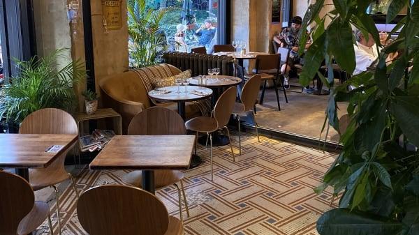 inside - Le Café de la Poste, Paris