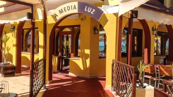 Entrada - A Media Luz, Oropesa
