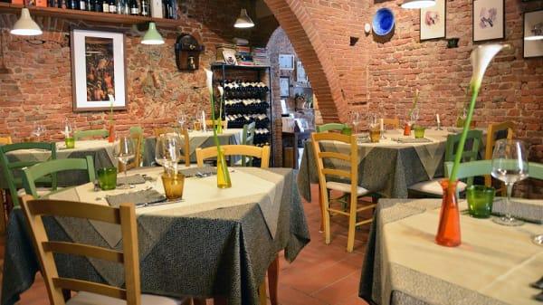 Sala - Pasta & Vino, Cascina