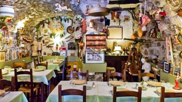 Vue de la salle - Taverne Villaroise, Villars-sur-Var